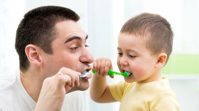 Langkah-langkah Mengajarkan Anak Sikat Gigi (Oksana-Kuzmina/Shutterstock)
