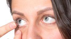 Pakai Lensa Kontak Setiap Hari, Amankah? (Pavel Shlykov/Shutterstock)