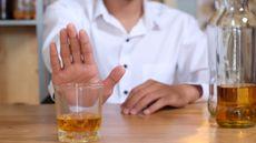 Ini yang Terjadi pada Tubuh Berkat Berhenti Minum Alkohol (KomootP/Shutterstock)