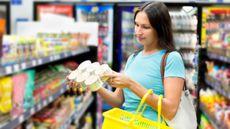 Yuk, Belajar Membaca Informasi Gizi pada Label Kemasan Makanan (Tony-Thiethoaly/Shutterstock)