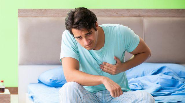 Jantung Berdebar Saat Bangun Tidur, Apa Penyebabnya? (Elnur/Shutterstock)