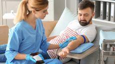 Sejuta Manfaat Sehat Rutin Donor Darah (Pixel Shot/Shutterstock)