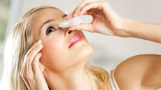 Obat Sakit Mata Bolehkah Dipakai Bergantian? (vgstudio/Shutterstock)