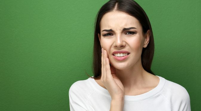 Penyakit Gigi Sensitif (Africa Studio/Shutterstock)