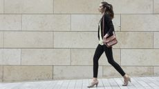 Ini Manfaat Mengawali Hari dengan Jalan Kaki (Stuart Jenner/Shutterstock)