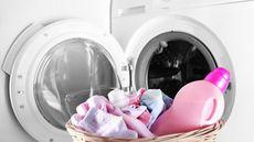 Bolehkah Mencuci Pakaian Bayi dengan Pewangi? (Africa Studio/Shutterstock)