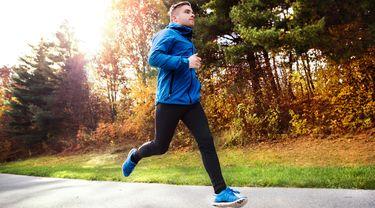 Joging Pakai Jaket Bisa Bikin Kurus? (Halfpoint/Shutterstock)