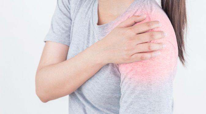 Penyakit Dislokasi Bahu - KlikDokter.com (Niran Phonruang/Shutterstock)